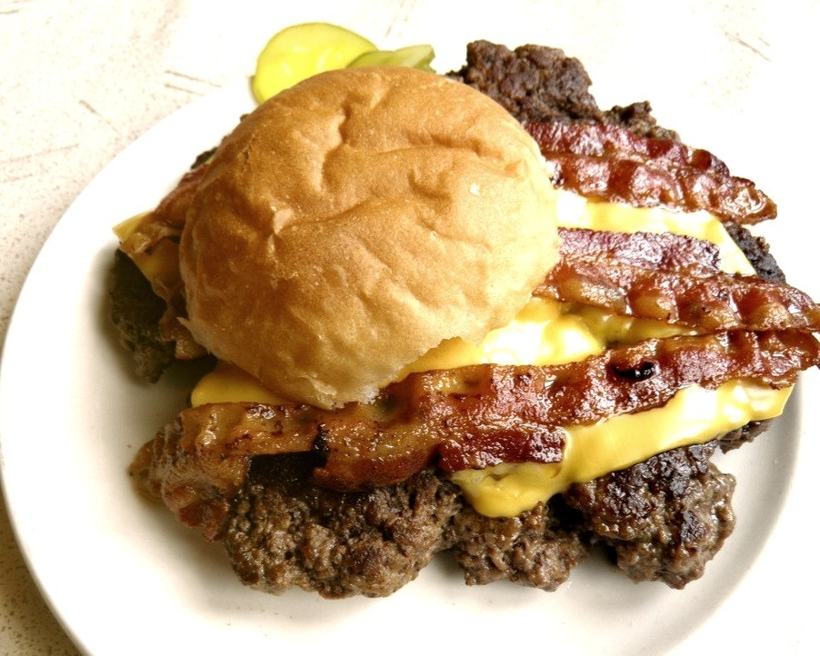 The Bacon and Cheese Gunderburger (by rabidscottsman)